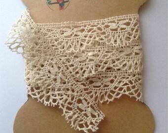 Fine Ecru bobbin lace