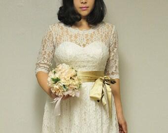Elegant Vintage Lace Wedding Dress