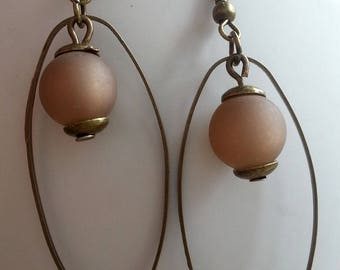 Earrings matte taupe Pearl and oval