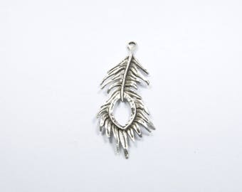 BR535 - 1 large charm pluck in silvery metal