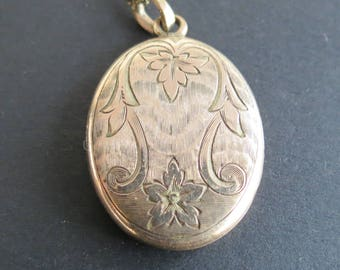 Victorian  rose / yellow gold floral engraved oval locket with chain SKM
