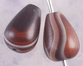 Gorgeous pair of Agate beads Waouhh, has scratches 13x9mm