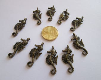 10 breloque hippocampe en métal couleur bronze 29 X 13 mm