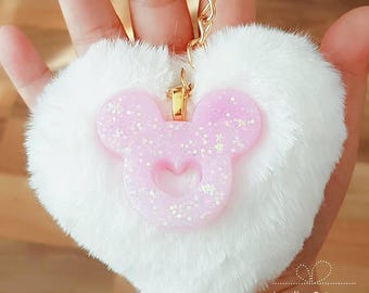 AB rainbow pink glitter mouse with a white fluffy heart in a keychain
