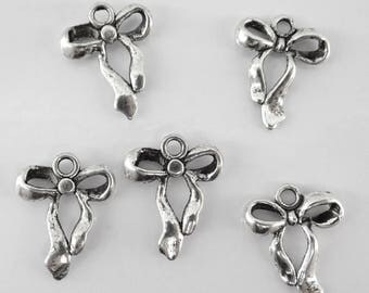 bow tie in silvery metal aged bc121 8 charms