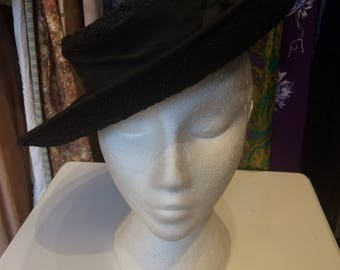 1940/50's Black Raffia Wide Brim Tilt Hat With Bow