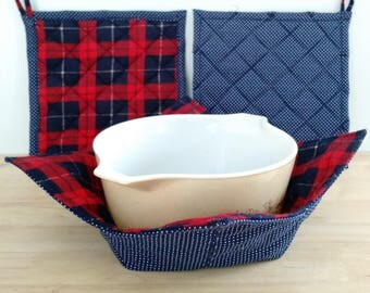 BRAWNY KITCHEN SET:  Pot Holders and Microwave-safe Bowl Cozy in Red and Navy Blue Plaid Flannel