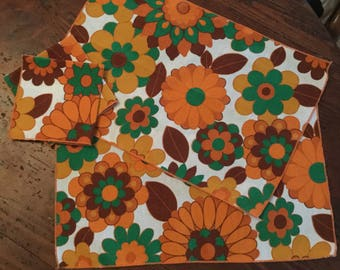 Vintage '70's Groovy placemats (2) and napkins (2)
