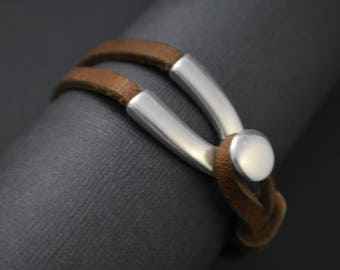 Bracelet - Unisex- Leather mid-brown with old silver V hook clasp