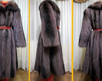 Fur coats from a raccoon! Size Xl. Very good condition. like a black fox!