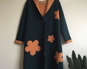 1970's reversible long hooded sweater coat with flower print • Vintage • Retro • Green • 70's • Groovy • Floral • Daisy • Hippie • Boho •