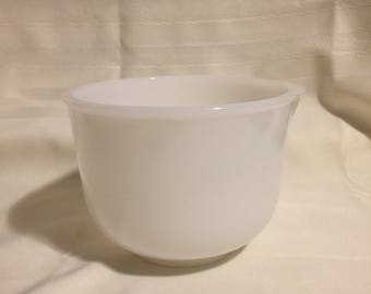 Sunbeam white spouted mixng bowl