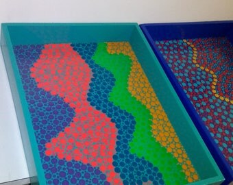 Trays decorated with pointillism