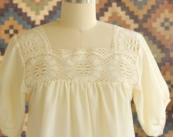 cream vintage peasant blouse with lace bodice by Audrey Coleman, flowy 1970s hippie folk blouse . womens xs small
