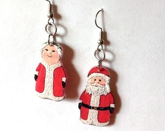 Handcrafted Plastic Santa and Mrs Claus Publix Salt/Pepper Shaker Earrings Made in USA