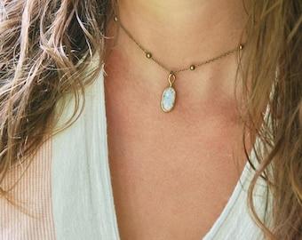 White fire opal choker, vintage glass opal pendant necklace,beaded choker, boho jewelry. Tiedupmemories