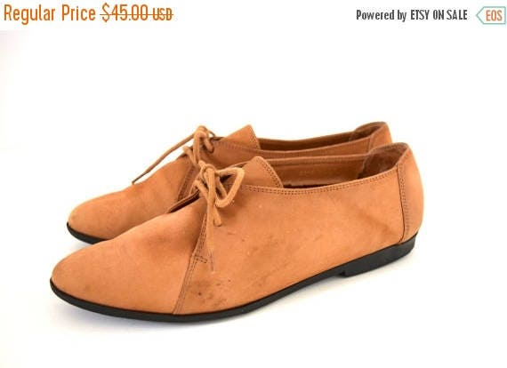SUMMER SALE / 20% off Vintage 80s 90s Bass Brown Suede Lace Up Oxfords (size 7)