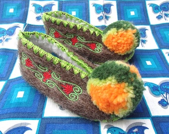 Kids Greek Slippers Size 24 / UK7 / wool / leather / pompom