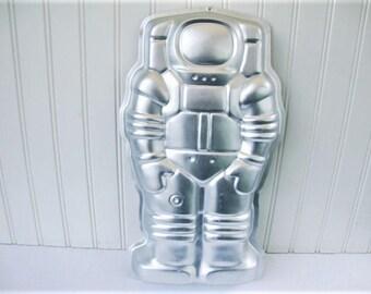 vintage cake pan astronaut spaceman robot wilton aluminum