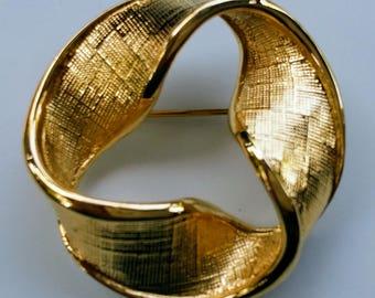 Vintage Napier Signed Textured Gold Tone Ribbon Pin Brooch