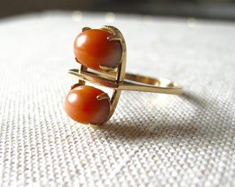 14k karat Gold Modernist Ring prong set coral cabochon mid century modern vintage jewelry danish