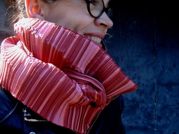 Scarf/cowl coral pleated fabric. origami effect. Collar quilted blanket and Popper