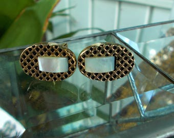 Mother Of Pearl Goldtone Shirt Cuff Links / Vintage Mother Of Pearl Mid Century Style