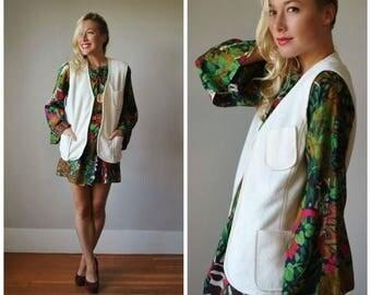 ON SALE 1970s Cream Textured Vest~Size Medium to Large