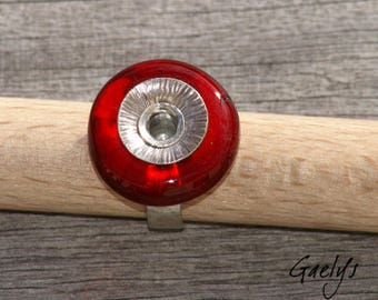 Red - Bague anneau verre rouge décor anneau argent martelé, montage par rivet - Gaelys