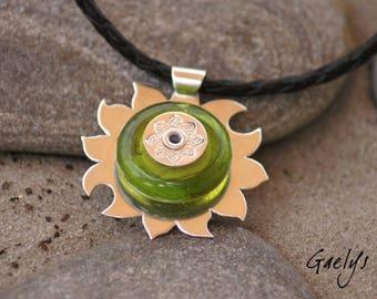 Soleil Vert - Pendentif soleil argent massif / perle lampwork anis - argent martelé - montage sur rivet - Gaelys
