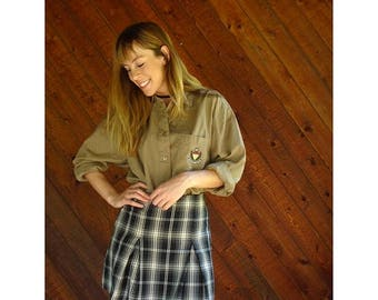 20% off SUMMER SALE. . . Prep School Button Down Crest Shirt - Vintage 80s 90s - M/L