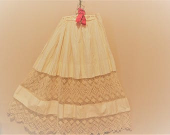 Full Skirt Antique Ivory Crochet 1940's  / 1950's