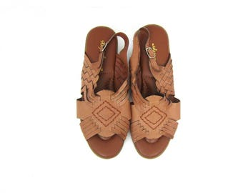 Woven Leather Sandals 80s Brown Braided Slip Ons Shoes Boho Sandals Preppy Cut Out Vintage 1990s Open Toe Huaraches GS Womens size 7.5