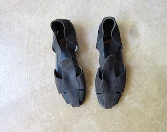 Black Suede Elastic Stretch Sandals Vintage 90s Casual Strap Sandals Minimal Modern Preppy Summer Sandals Elastic Band Sandals Flats 8.5