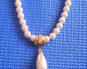 SALE Vintage Faux Pearl Teardrop Pendant Necklace