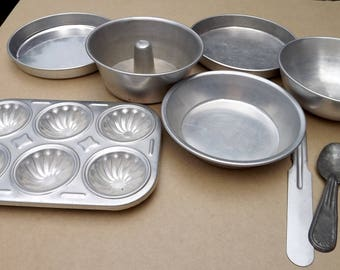 Vintage Doll Size 8 Piece Aluminum Pans Kitchernware Cookware Dishes