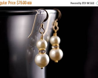 ON SALE Bridesmaid Jewelry Set of 5 10% OFF Gold or Silver Pearl Bridesmaid Earrings Mariah