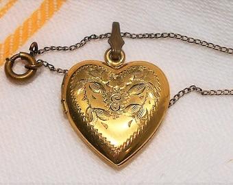 "Vintage 1940s Etched ROSE HEART LOCKET ""E"" Charm Pendant Necklace Chain 12 K Gold Filled Original Box"