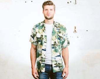 Mens Summer Shirt . Vintage 80s Pattern Shirt Button Down Green Abstract Print Hawaiian Short Sleeve Shirt . size Small