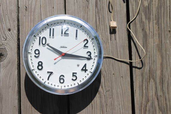 vintage Sunbeam kitchen clock, school house style, made in USA