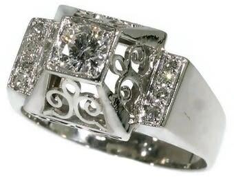 1950s Diamond Platinum Ring Gallery Shoulders Decoration ref.14065-0101