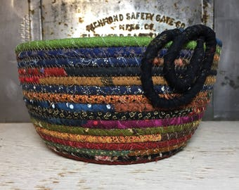 Happy Scrappy - Scrap Happy CottonPottery - Fabric Coiled Bowl - Clothesline Bowl - #cottonpottery