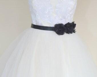 Bridal belt, Black three daisy Bridal sash, Floral Bridal Belt, sash belt, Black bridal belt, Flower wedding sash, Flower wedding dress belt