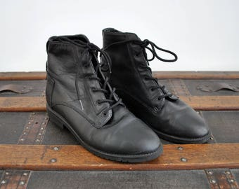 1990's black ankle boots. 7. 90 danexx boots. Black leather. Lace up. grunge