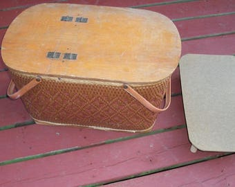 Vintage Awesome Large Redmon Picnic Basket with Pie Stand Redmon Peru Indiana