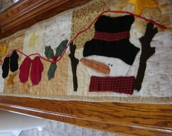 Christmas winter table runner, Snowman table runner, holiday decor, table decor, mittens and snowmann table runner, quilted table runner
