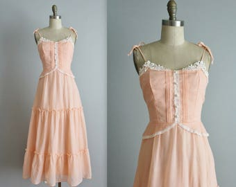 70's Prairie Dress // Vintage 1970's Peach Lace Cotton Prairie Festival Boho Peplum Dress XS