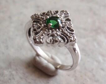 Green CZ Ring Sterling Silver Marcasite Diamond Shape Filigree Size 7-1/2 Vintage V0193