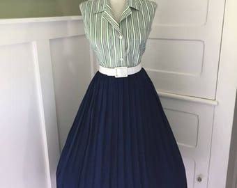VINTAGE 1950s 1960s Navy Blue Accordion Style Pleated Full Skirt