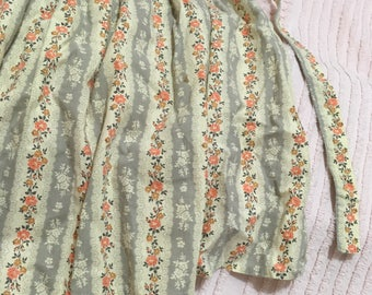 Vintage Little Girl's Apron - Child Sized